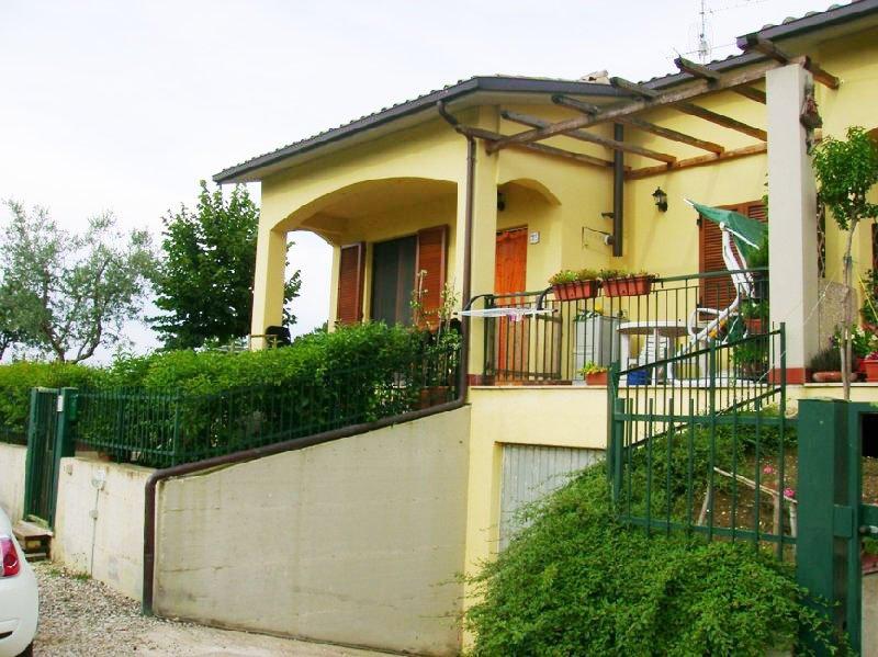 Villa a Schiera in vendita a Deruta, 6 locali, prezzo € 173.000 | Cambio Casa.it