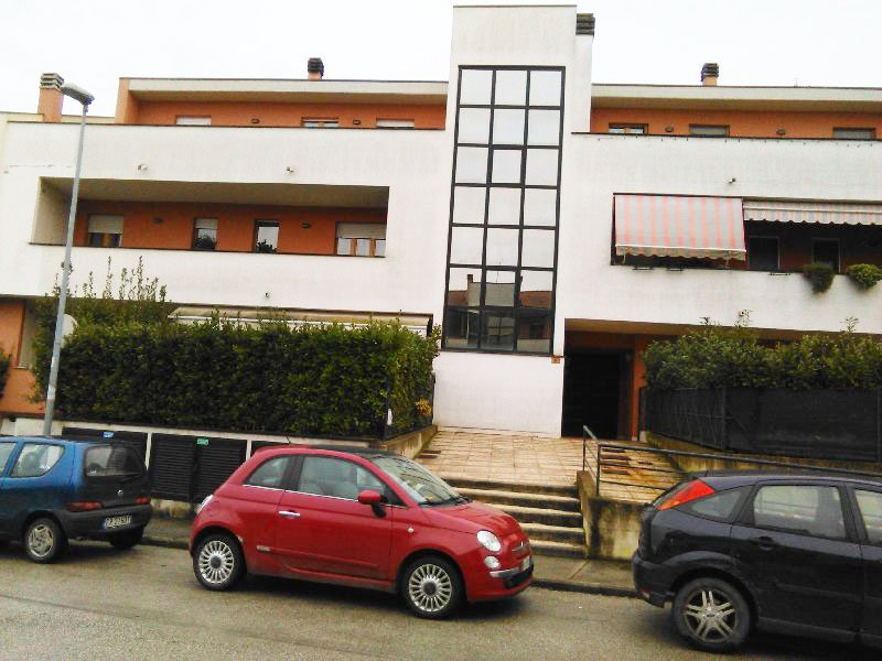 Appartamento in vendita a Deruta, 5 locali, prezzo € 150.000 | Cambio Casa.it