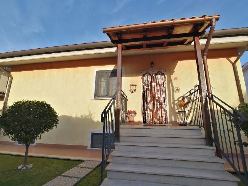 Villa Bifamiliare in vendita a Roma, 9999 locali, zona Zona: 39 . Lido di Ostia, Ostia, Castel Fusano, Torre Paterno, prezzo € 399.000 | CambioCasa.it